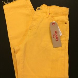 NWT Levi wedgie fit yellow pants